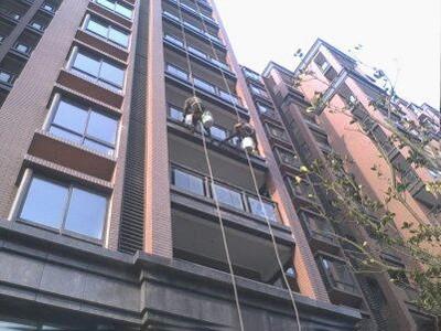 上海逸皓华庭小区外墙玻璃清洗(上海永靖路)