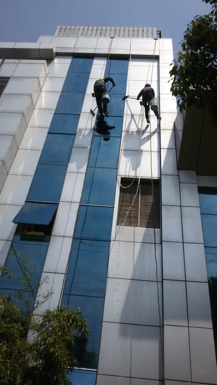 上海青浦体育馆外墙铝塑板清洗(上海青浦区体育场路)