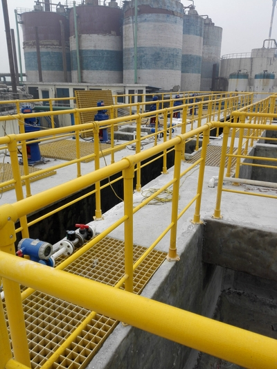 Anticorrosion of cement pond in a sewage treatment plant in Xinxiang, installation of FRP guardrail and FRP grille