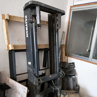 小松3吨柴油叉车门架总成出卖