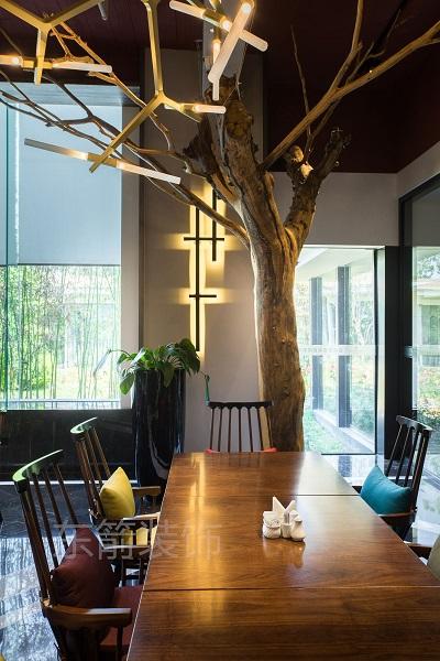 """""""树""""餐厅"""