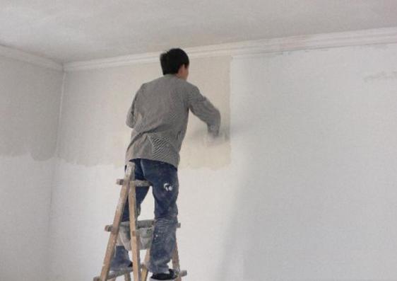 家里墙壁发霉怎么办,使用内墙涂料轻松处理