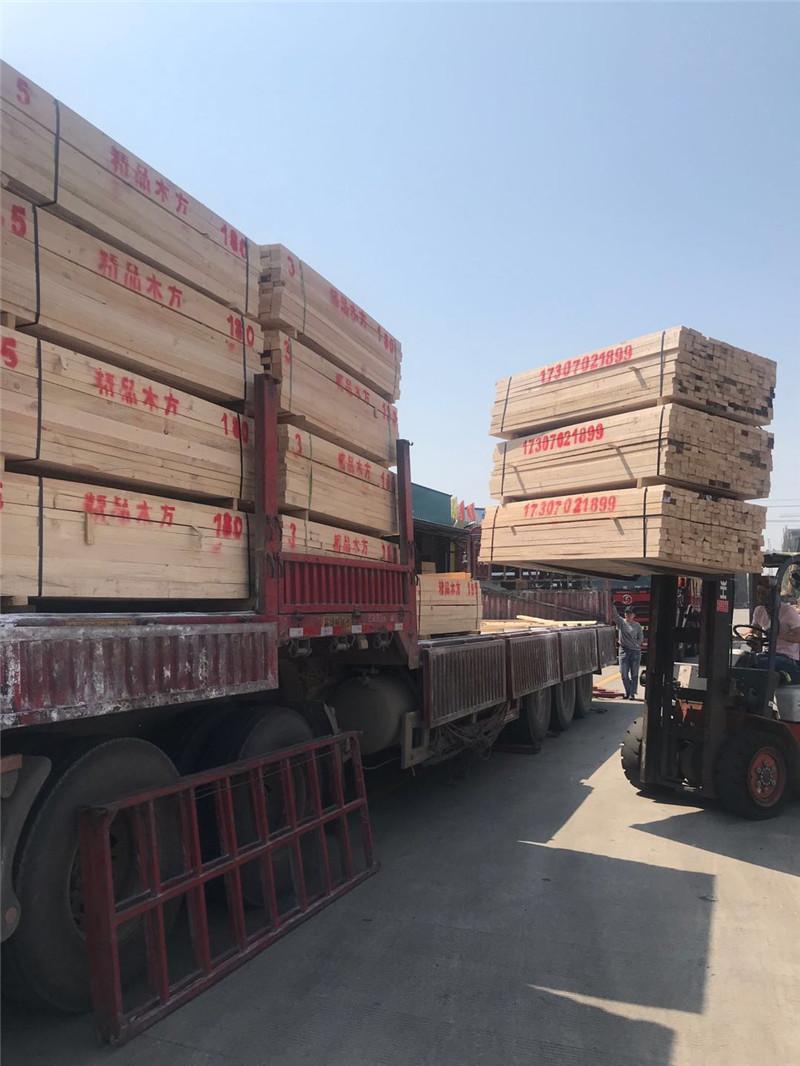 建筑木方批发发往工地