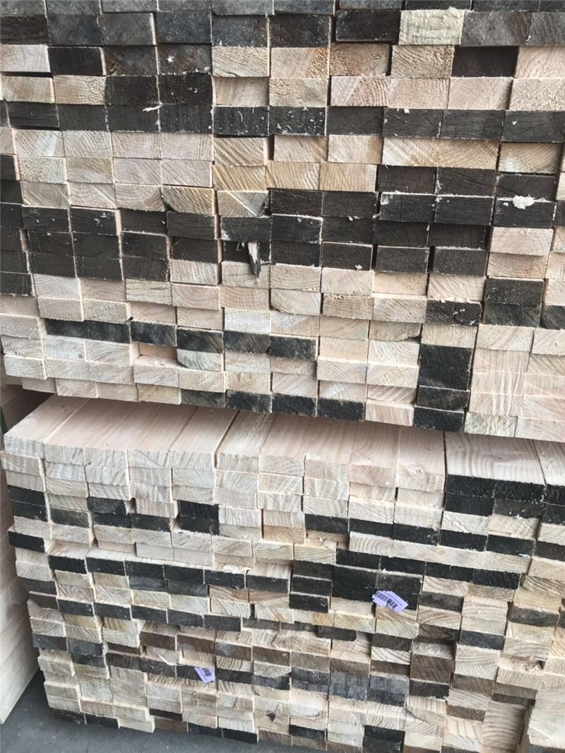 刚加工的建筑工地木方