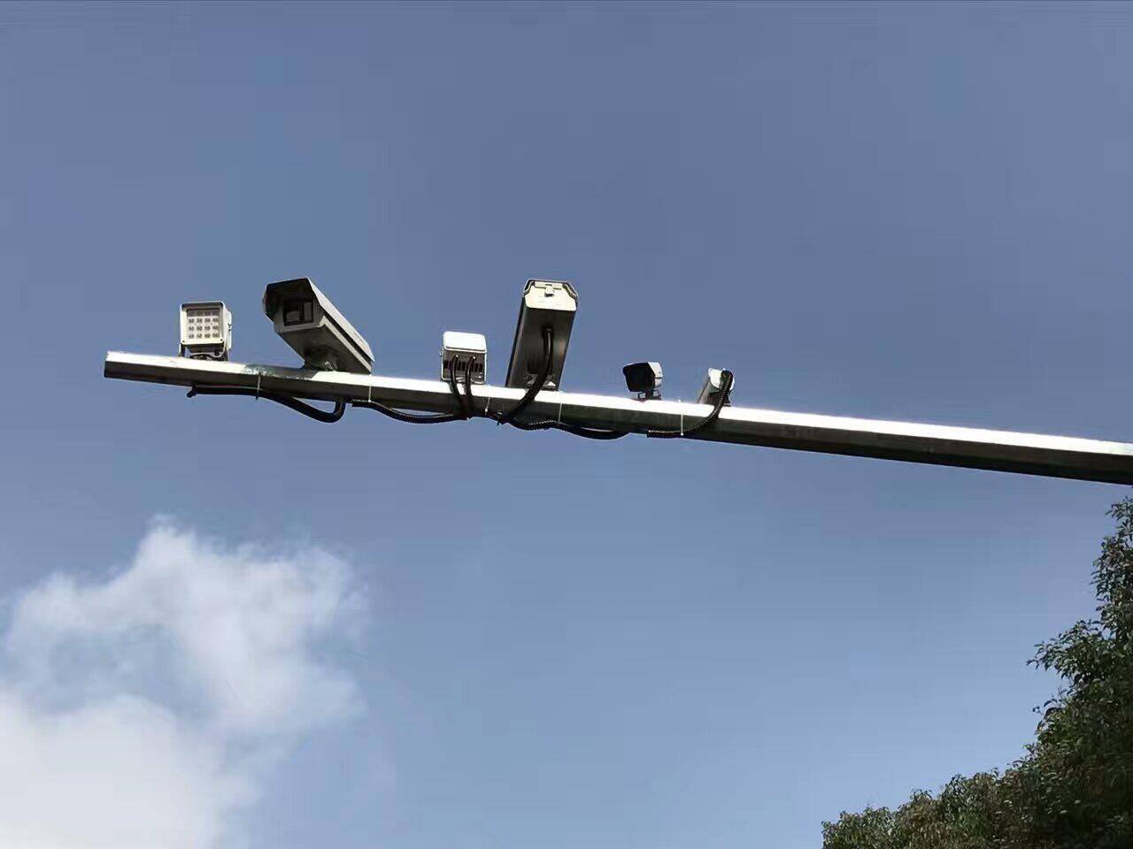 """晉江""""電子警察""""配合LED補光燈上崗45小時 533名司機打手機被拍"""