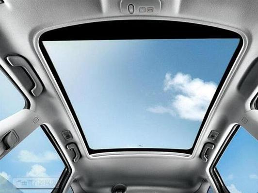 汽車天窗只適合裝飾?NO,你小瞧天窗的作用了!