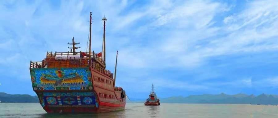 公司拖轮拖带最大仿古福船首航