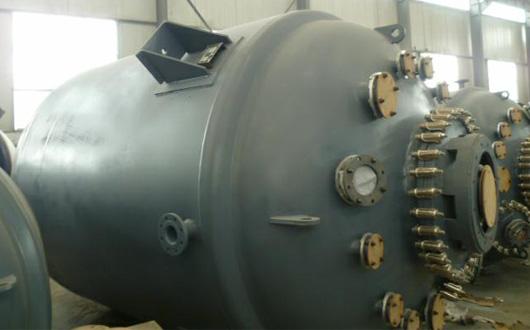 搪玻璃反响釜设置装备摆设的操纵应留意以下几个方面