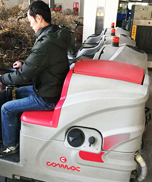兰州车站购置清洁设备驾驶式洗地车