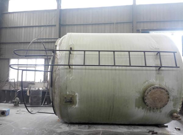 新乡某化工公司玻璃钢储罐30立方施工现场