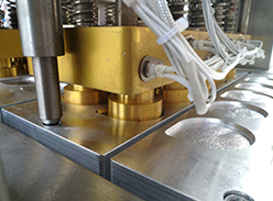 QCF-10气动式果冻面膜自动灌装封口机