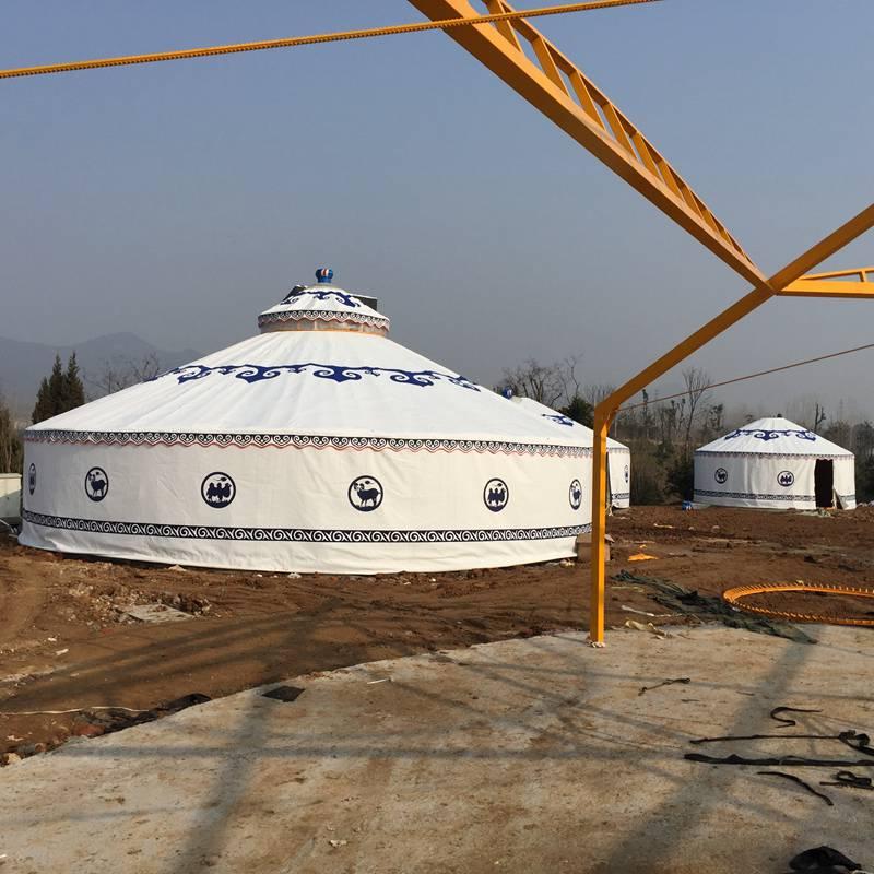 客户工地安装蒙古包现场