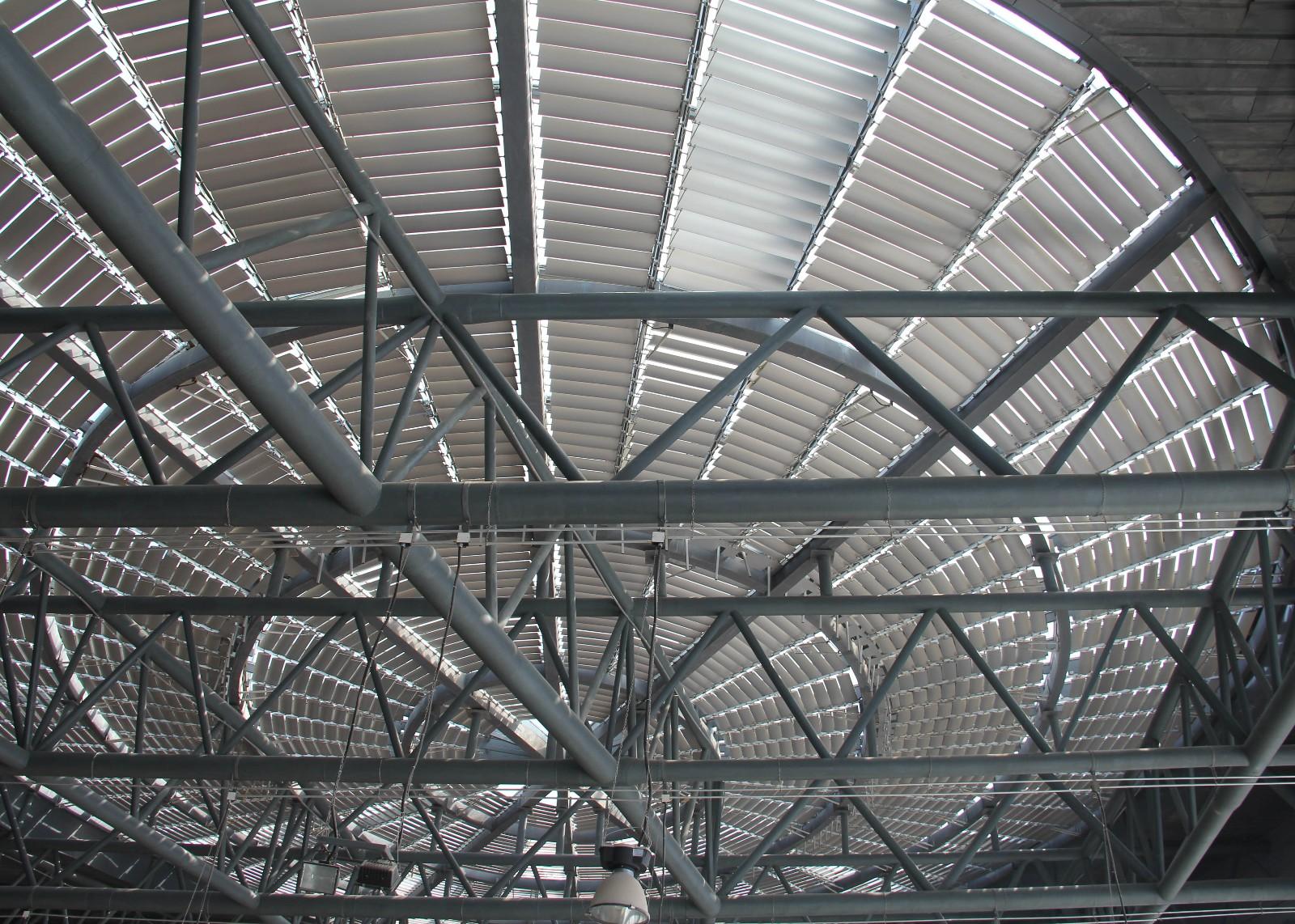大连体育馆一室内梭形翻板