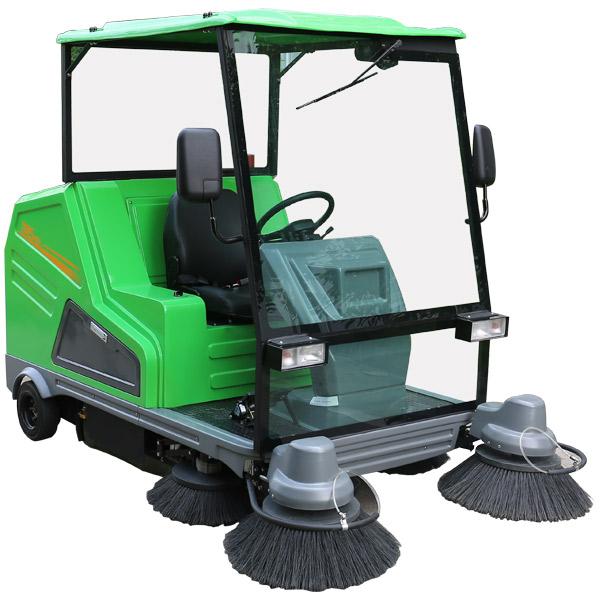 驾驶电动扫地车DQS18