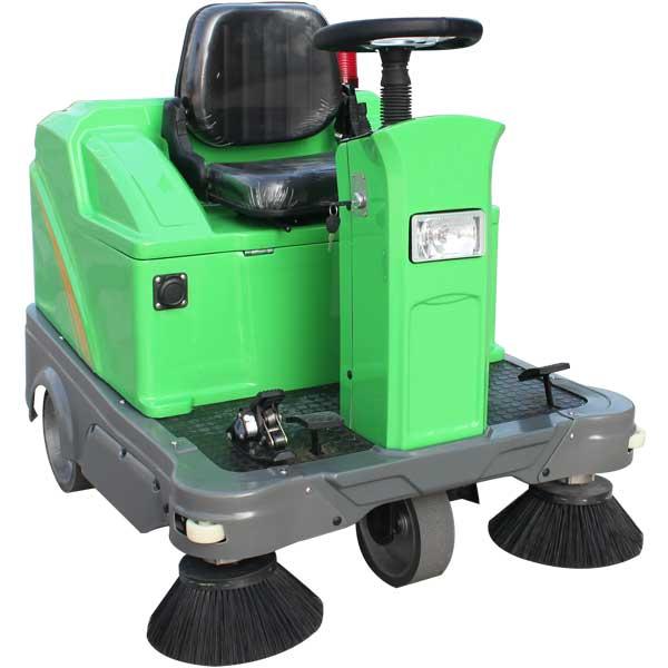 驾驶扫地车DQS12