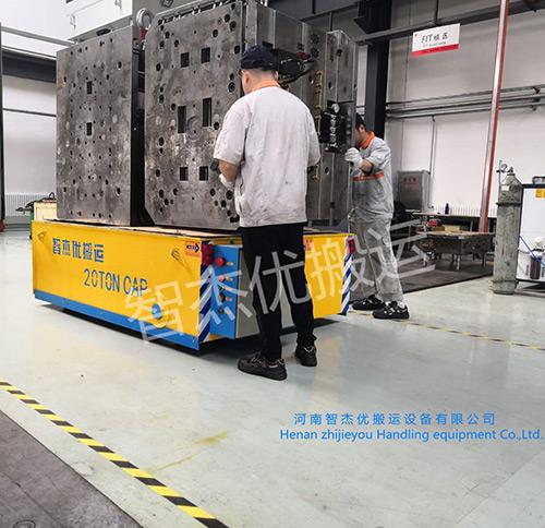20吨无轨平车厂家工作人员现场检测中
