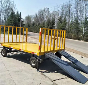 发往重庆的平板拖车正在做最后的出厂测试