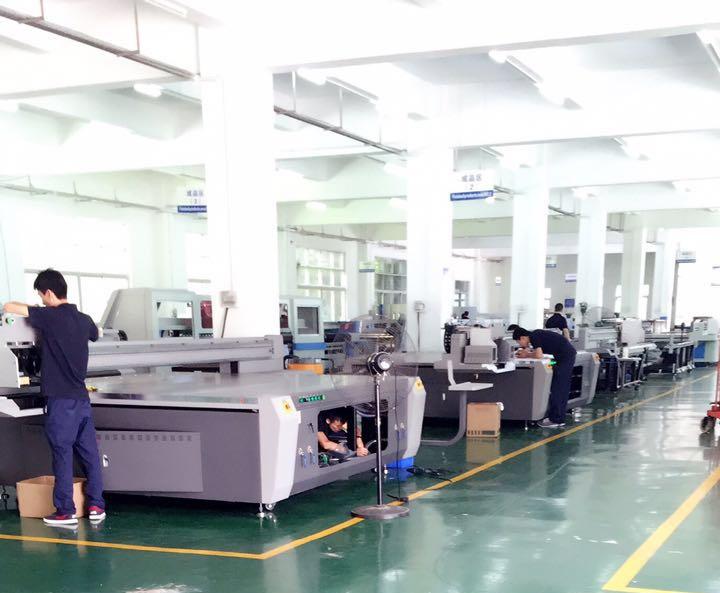 波兰客户在越达成功订购一台uv平板打印机