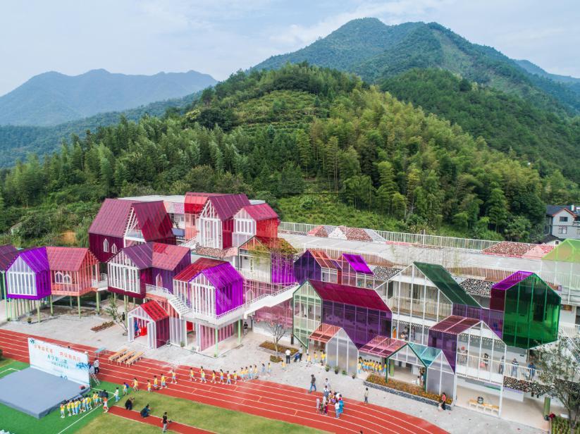 淳安县富文乡中心小学,PC板材厂家--上海绿澳新材料科技有限公司