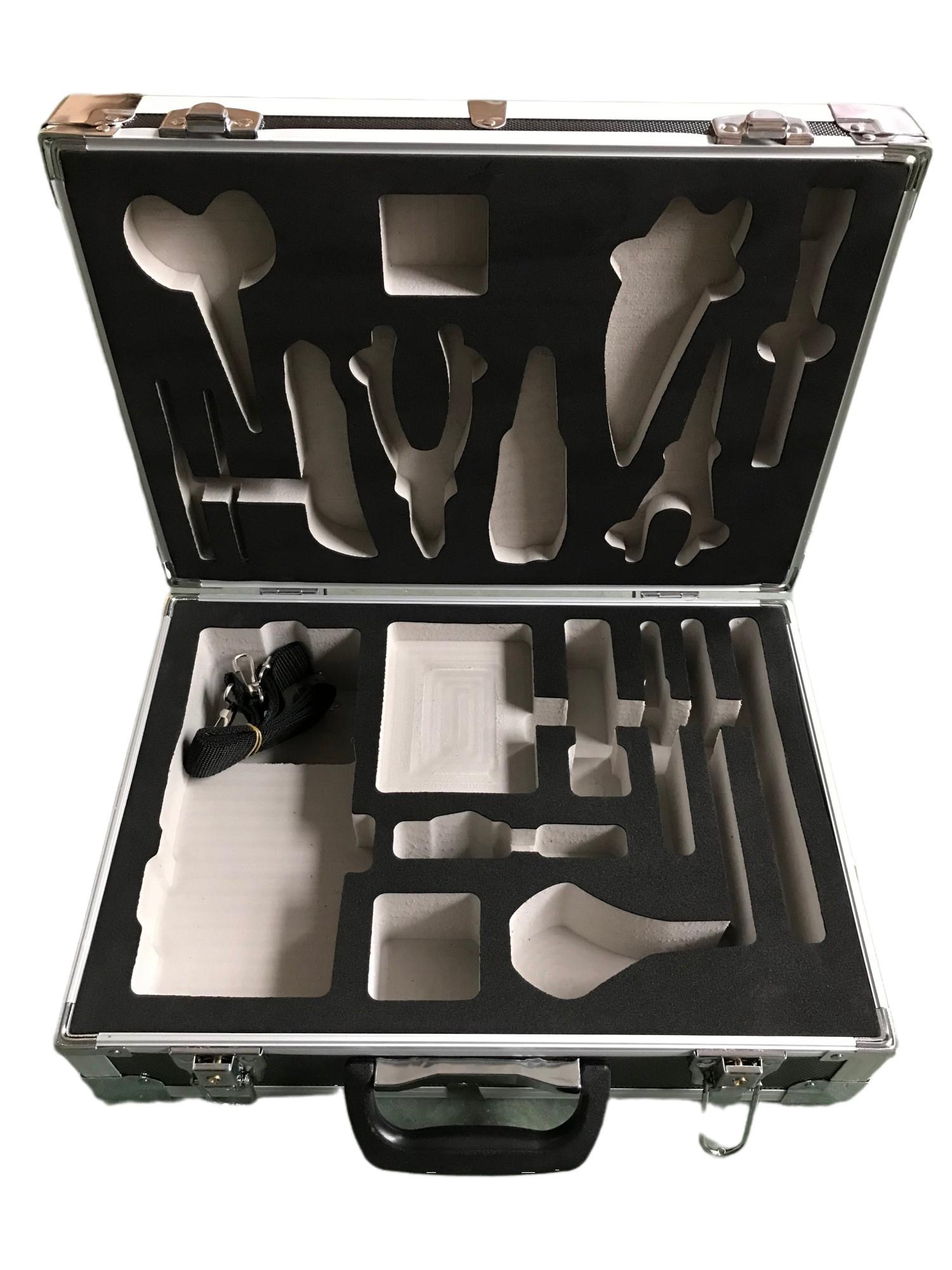 工具箱内放物品模型