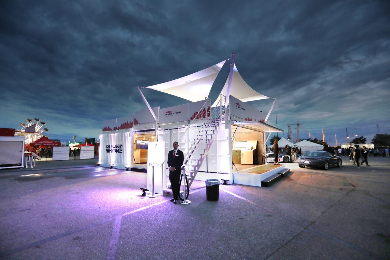 集装箱创意设计之L形集装箱展馆,备受Adidas&Leddar Tech好评