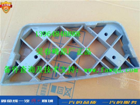 5103211-DB001  青岛一汽解放龙VH 左一级脚踏板护罩