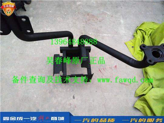 5103235-DV100 青岛一汽解放悍V 左一级脚踏板支撑臂总成