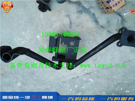 5103240-E48 青岛一汽解放悍V 右一级脚踏板支撑臂