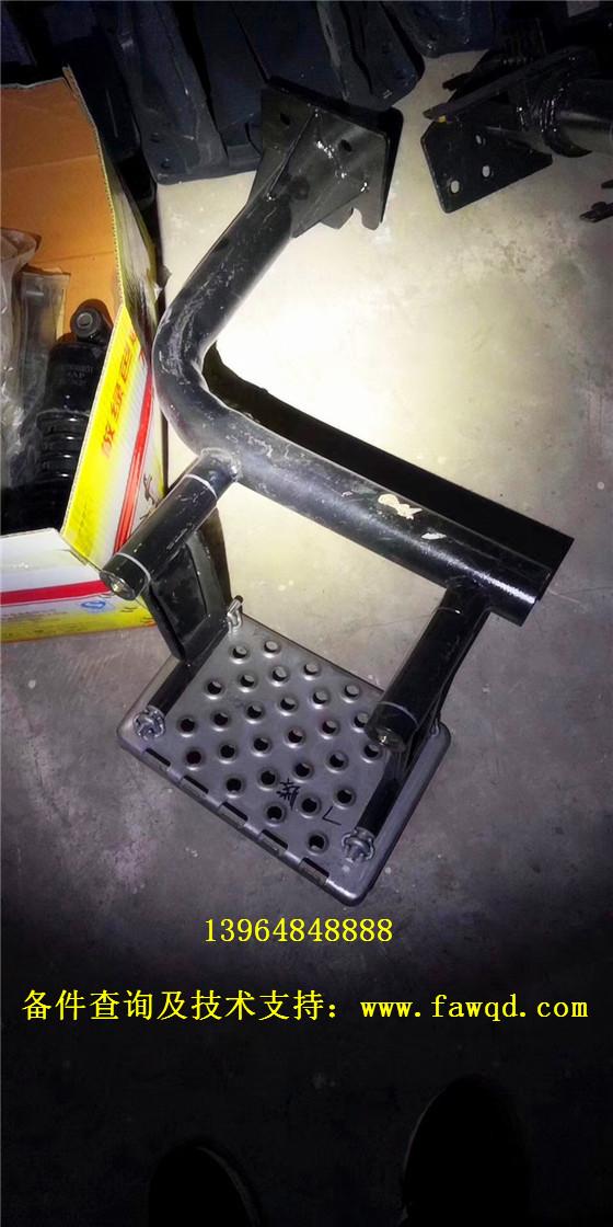 联合重卡上车踏板 链接板总成