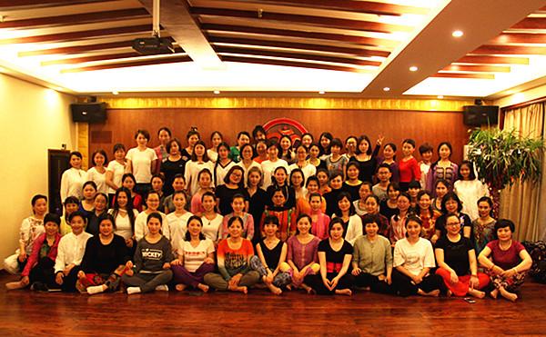 印度瑜伽大师桑迪亚教授的公开课,现场人气爆棚