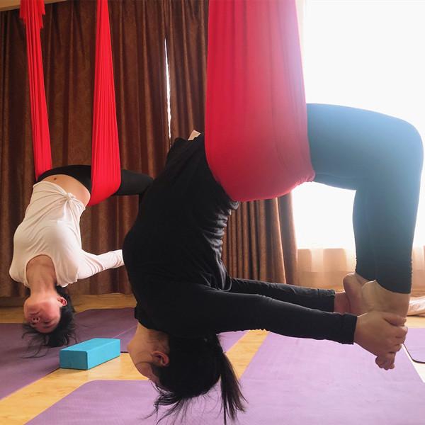 郑州空中瑜伽培训班教学实录,美丽背后都是汗水