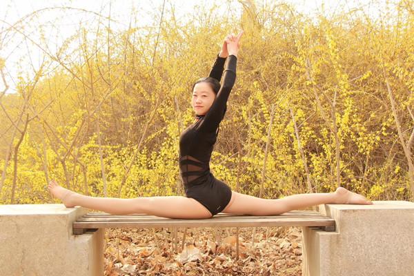 惊艳!郑州瑜伽教练班美女集体秀一字马