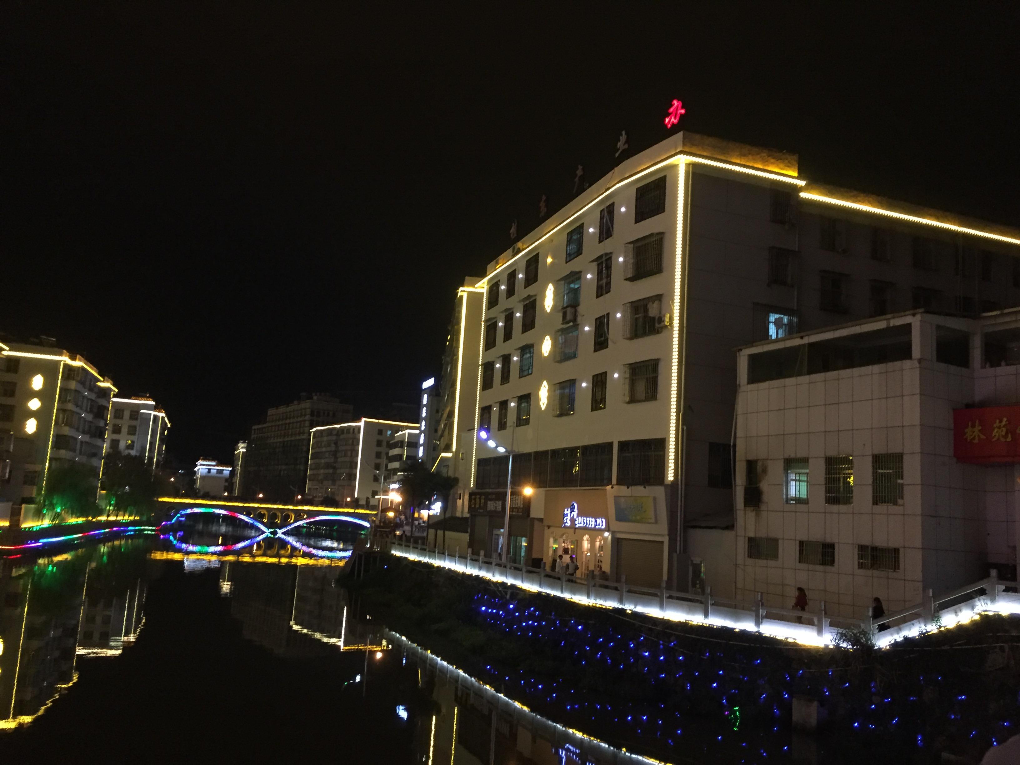 湖南桂東縣街道亮化
