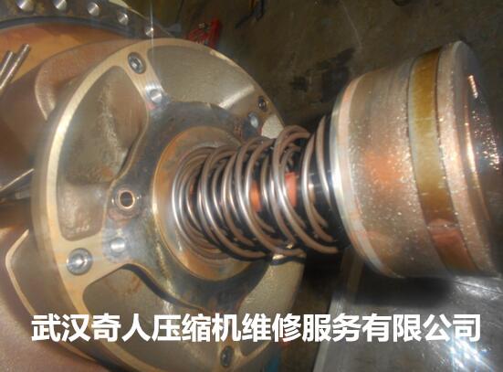 特灵螺杆机组UX4F0755维修保养