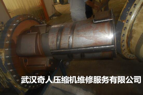 特灵UX4F0755螺杆冷水机组维修