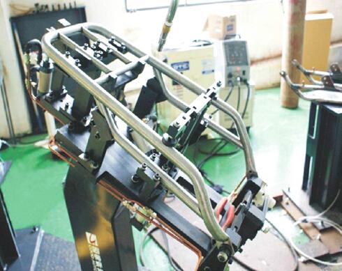 Motorcycle tailstock robot welding