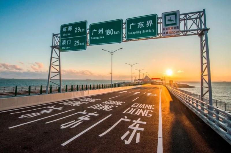 粤港两地车的驾驶员一定要香港和内地的驾照吗?