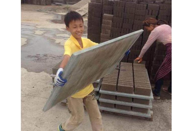 水泥磚機輕質托板