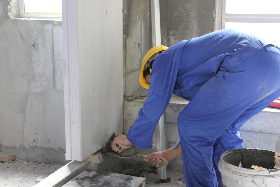 勾缝修补、清理墙面、报验