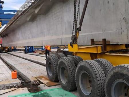 四桥的运梁车施工现场