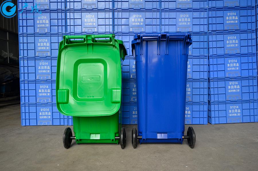 240升加厚垃圾桶背面