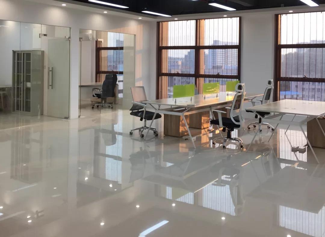 现代简约办公室装修特点—青海梵筑装饰工程有限公司