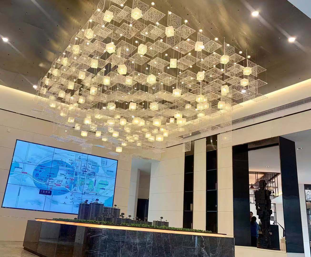 酒楼中利用大型灯具带来高端档次
