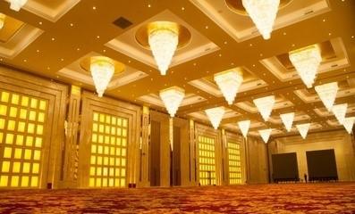 上海世贸会所灯饰安装工程