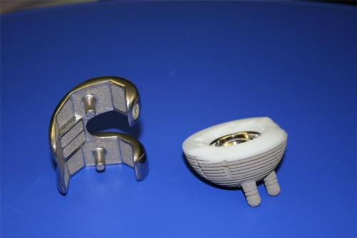 Precision cleaning of chirurgical implants