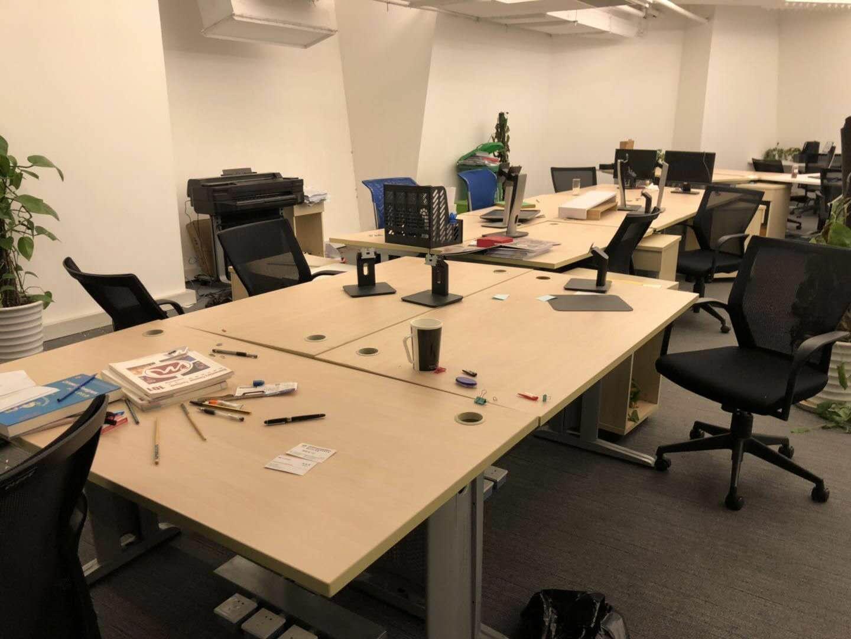 上海浦东某办公室办公用品清空整体回收处理