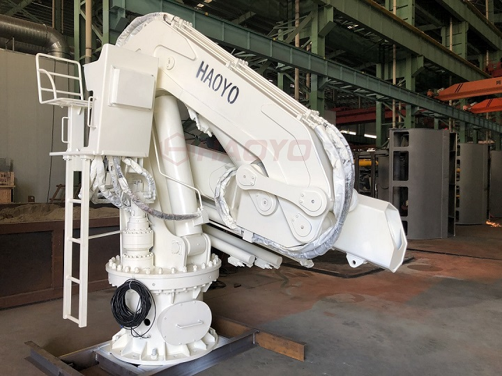 俄罗斯遥控手动双控制船用起重机