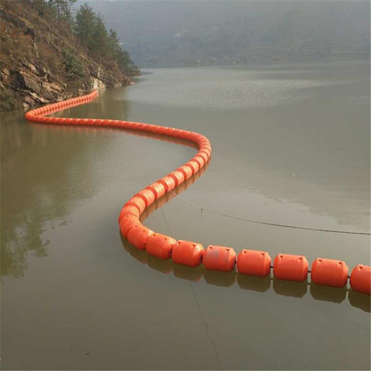 湖面塑料浮筒