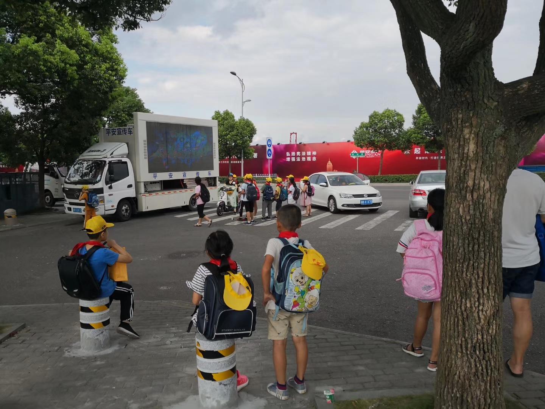 我司生产的平安宣传车巡演进行中_上海简迈