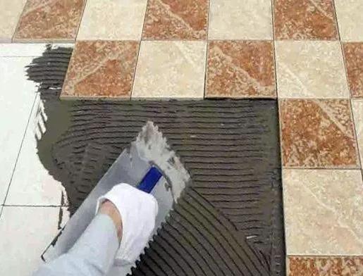 能在舊地板瓷磚上用瓷磚膠貼瓷磚嗎?